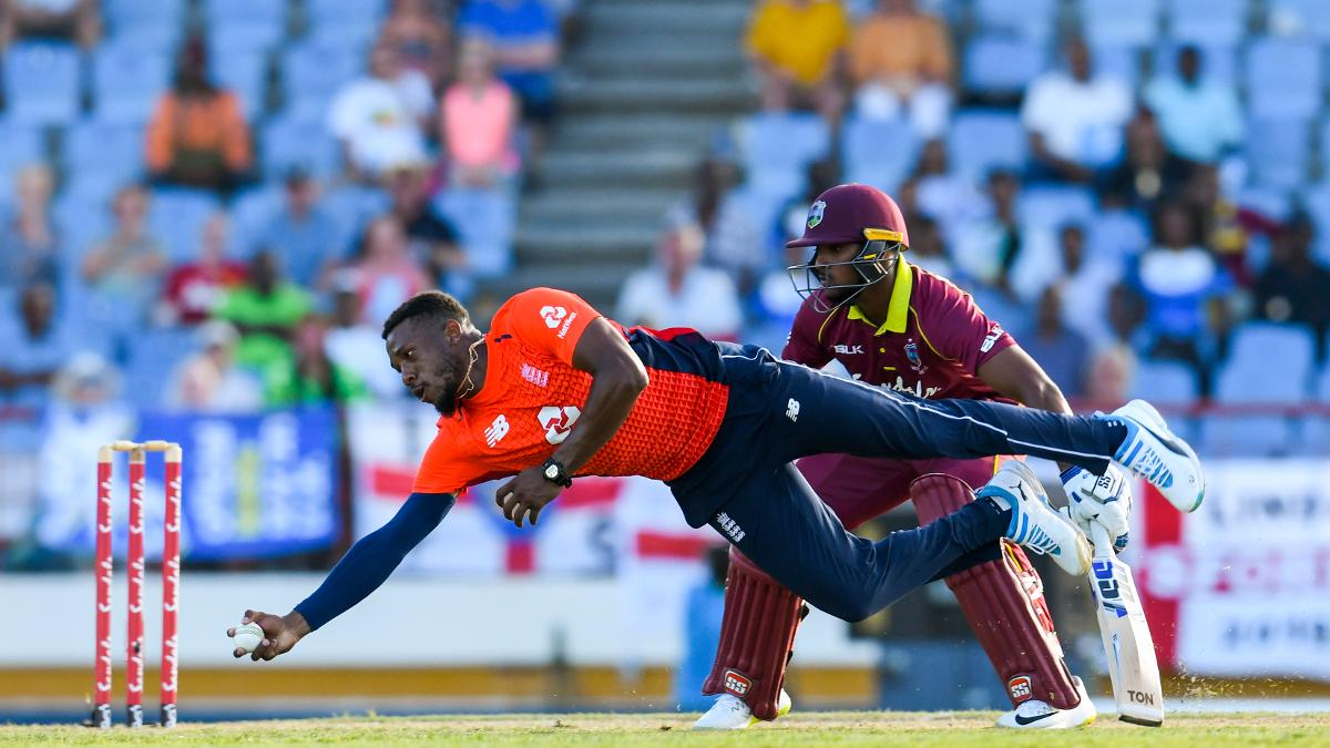 Chris Jordan takes an amazing caught and bowled