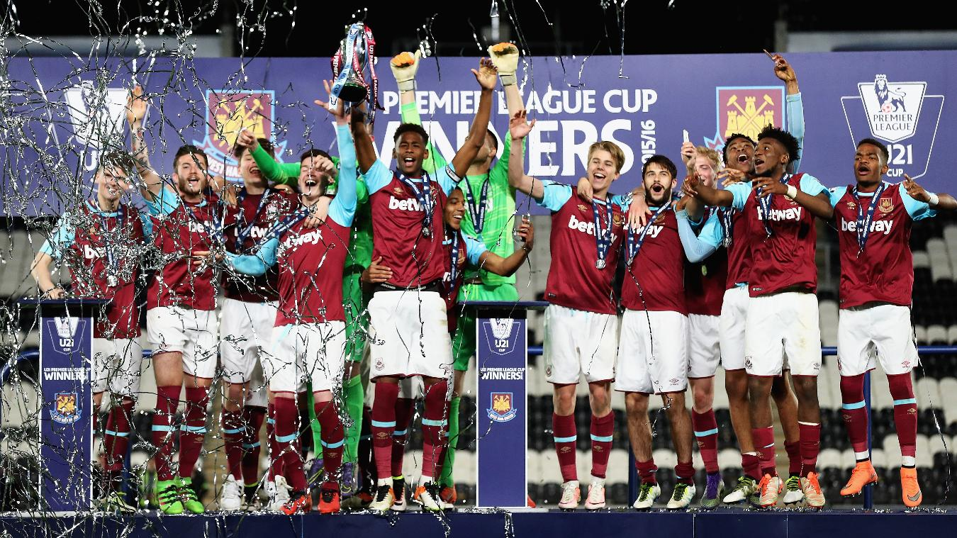 West Ham captain Reece Oxford lifts the 2015/16 U21 Premier League Cup