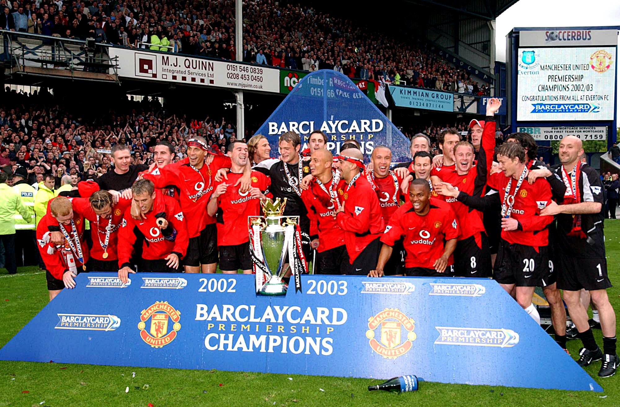 https://platform-static-files.s3.amazonaws.com/premierleague/photo/2016/06/01/0f313c80-9203-456f-88a1-d40f3029a3c4/man-utd-champions-2002-2003.jpg