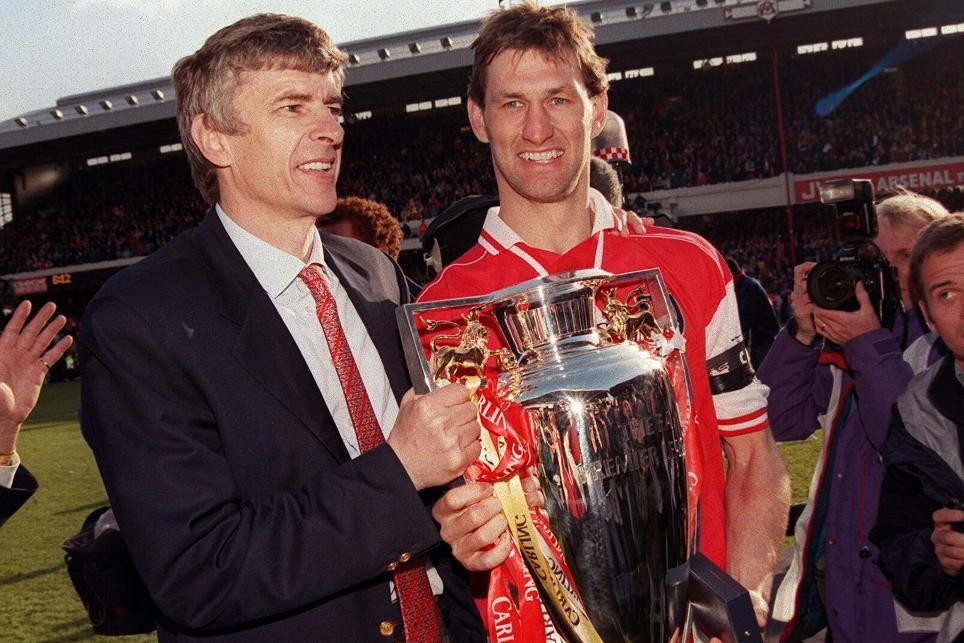 Tony Adams celebrates the 1997/98 PL title with Arsene Wenger