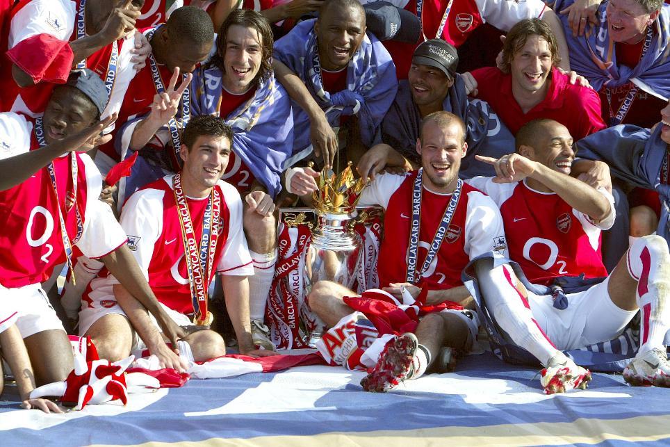 Arsenal celebrate winning the 2003/04 Premier League title