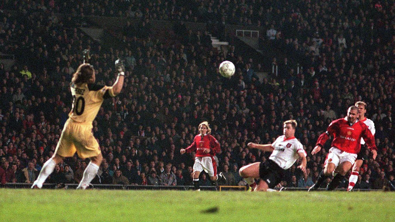 This lob against Sunderland was one of Eric Cantona's greatest PL goals