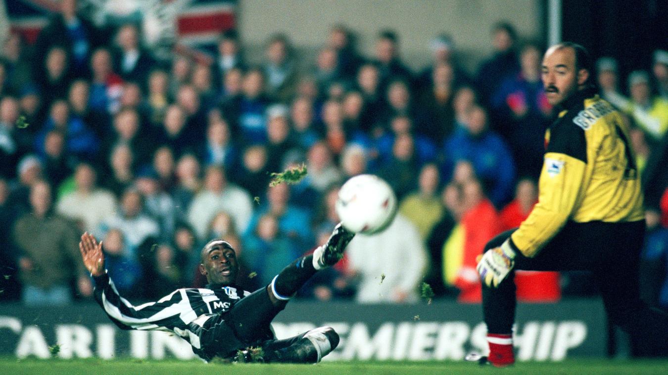 andrew-cole-newcastle-liverpool-1993-1994.jpg