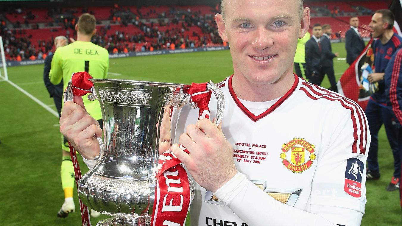 fa-cup-mun-2016-rooney-trophy-160616.jpg