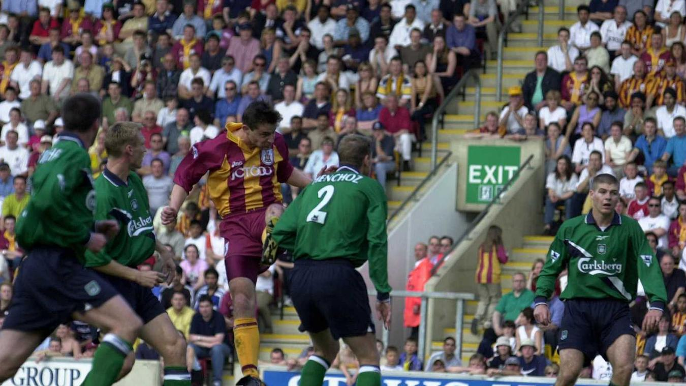 david-wetherall-bradford-liverpool-goal-1999-2000.jpg