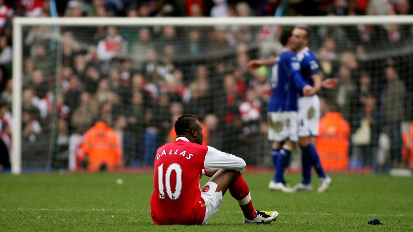william-gallas-dejected-birmingham-city-arsenal-230208.jpg